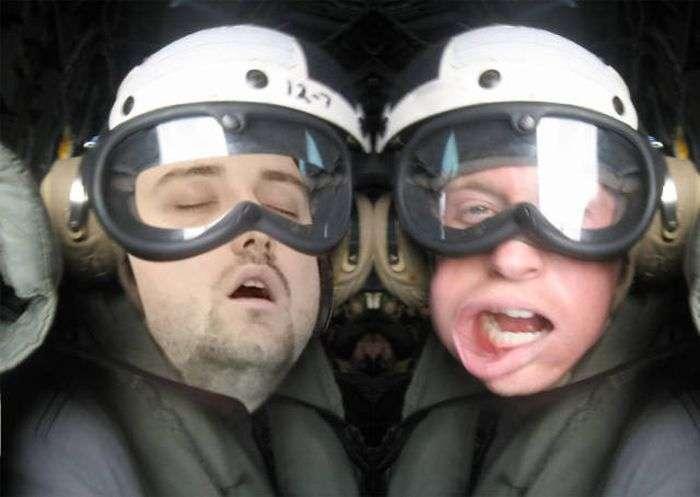 Заснув на роботі хлопець став зіркою інтернету і героєм фотожаб (37 фото)
