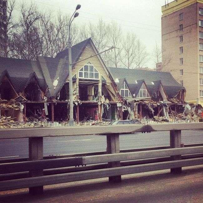 У Москві почався знесення кіосків, визнаних «небезпечним самобудом» (30 фото)