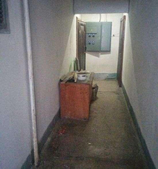 Як змусити своїх сусідів прибрати непотріб із загального коридору (3 фото)
