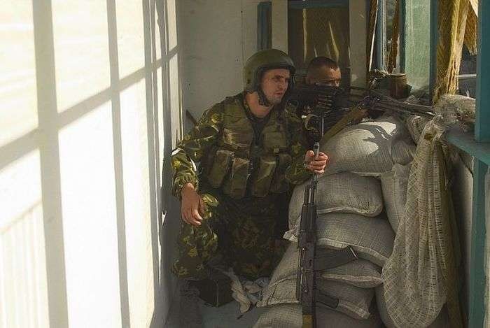 Співробітники спецназу під час теракту в Беслані (28 фото)
