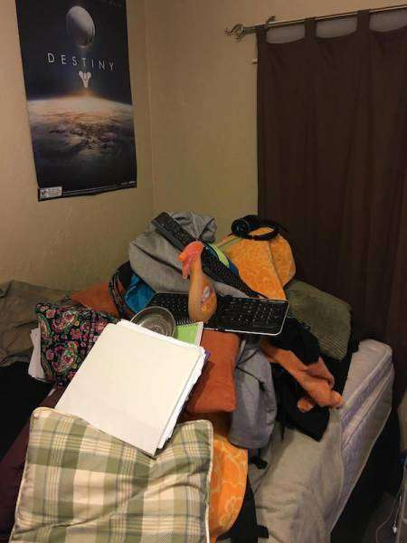 Міцний сон дівчини спонукало хлопця на цікаву фотосесію (31 фото)