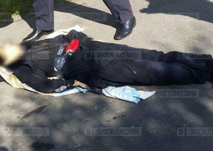 Житель Сургута, напав на перехожих із ножем, був убитий на місці (5 фото + 2 відео)