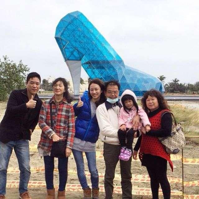 На Тайвані побудували церкву у вигляді скляної жіночої туфельки (7 фото)