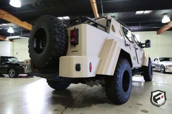 На аукціоні в США продають армійський позашляховик Terradyne Gurkha за 700 000$ (20 фото)