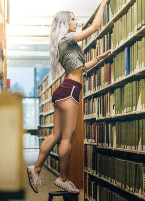 Дівчата в коротких шортах (25 фото)