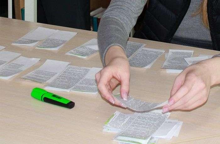 В бібліотеці ТМУ керівництво Вузу і делегація гостей застукали студентку за виготовленням шпаргалок (2 фото)