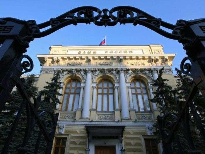 Московський трансгендер подав позов на Центробанк, так як із-за падіння курсу рубля не зміг зробити операцію по зміні статі (3 фото)