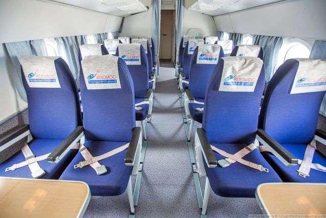 Ту-134 переобладнаний в комфортабельний авіалайнер (12 фото)