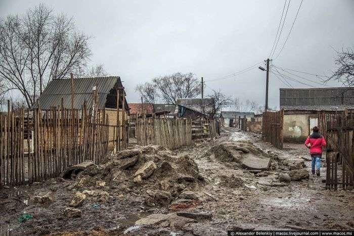 Екскурсія по циганському району українського містечка Берегово (41 фото)