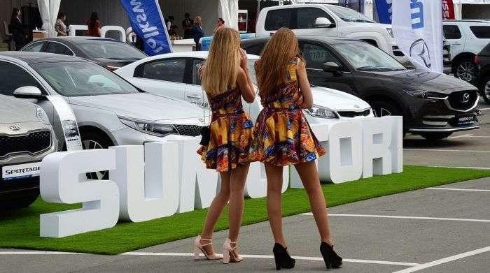Дівчата з автовиставки у Владивостоці (11 фото)