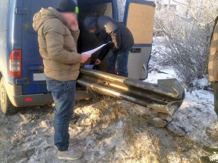 В Пушкіні фургон виявився нанизаним на дорожній відбійник (7 фото)