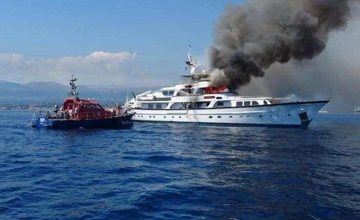 Пожежа на яхті If Only в Середземному морі (5 фото)