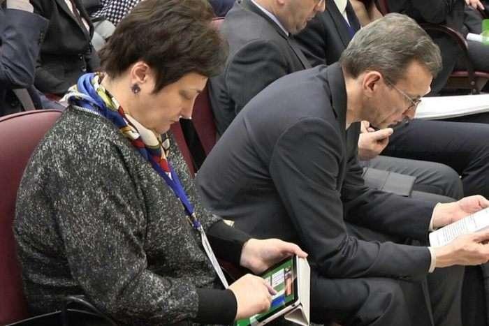 Директор департаменту освіти ХМАО Любов Ковешнікова любить пограти в «Косинку» в робочий час (3 фото)