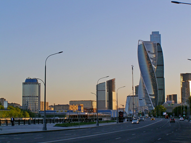 Москва. Краснопресненская набережная, или где без палева уединиться с девушкой Москва