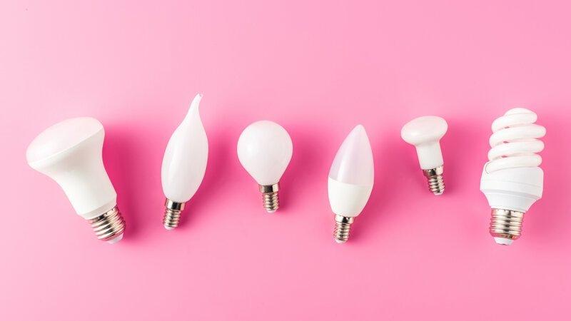 Можно ли установить в люстру сразу энергосберегающие, светодиодные и обычные лампочки накаливания? Интересное