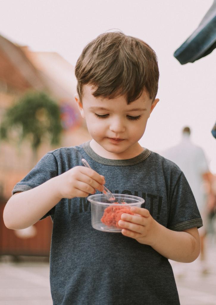 Не хочу, не буду: как научить ребенка здоровым отношениям с едой