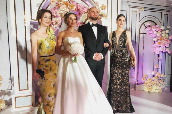 Серов закатил свадьбу дочери на 5 миллионов и подарил квартиру в центре Москвы АЛЕКСАНДР СЕРОВ,наши звезды,певец,шоу,шоубиz,шоубиз