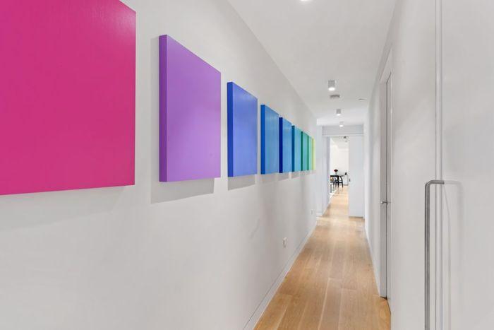 Светлая, теплая и воздушная квартира, в которой приятно жить интерьер и дизайн,квартира,пространство,фуксия