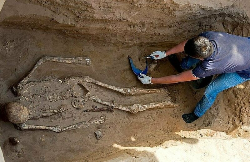 Астраханский фермер обнаружил на своем участке 2000-летнее захоронение с драгоценностями