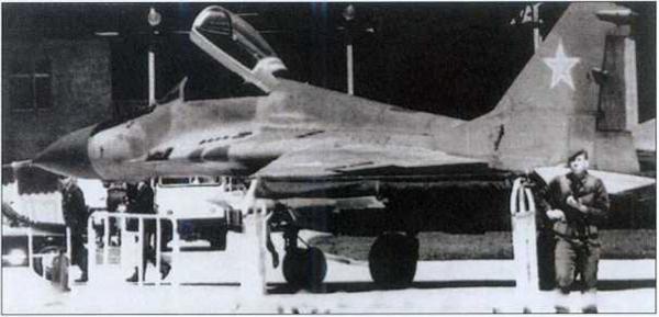 «Был дамским угодником»: почему летчик Зуев сбежал из СССР Авиация