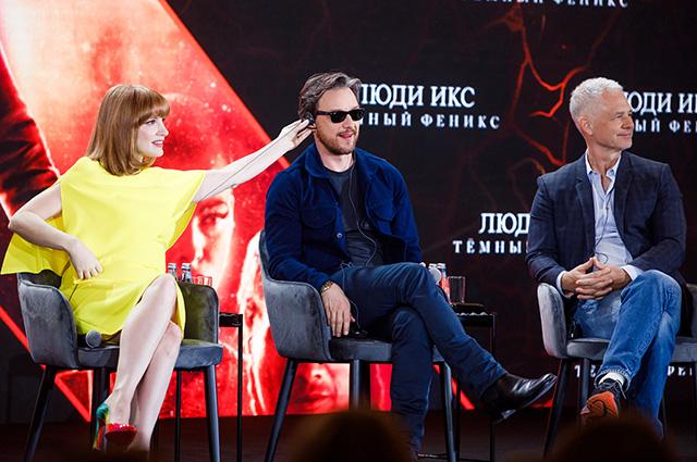 Джеймс Макэвой и Джессика Честейн на фотоколле в Москве Светская жизнь